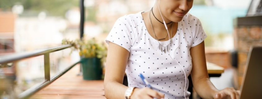 an adult improving reading comprehension via online speech therapy